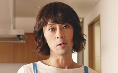 滝藤賢一が主婦に扮する『ティンクル』のCM