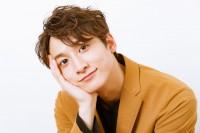 小関裕太、おやつカンパニー新CMで甘えん坊&クール熱演「で、どっちが好きなの?」