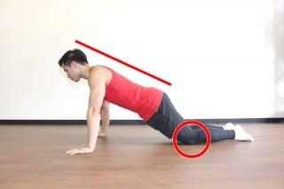 プッシュアップ(腕立て伏せ) 難しい場合は、膝をついて行っても良い。(横アングル1)