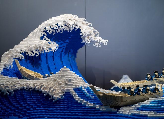 レゴで作られた『富嶽三十六景 神奈川沖浪裏』 制作・写真提供/三井淳平氏