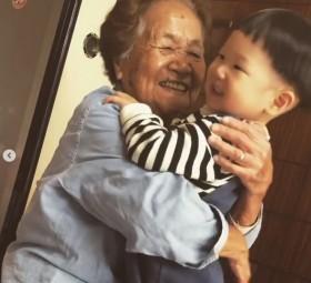 ひ孫を溺愛する100歳ひいばあちゃんに感動の声