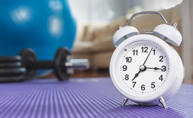 効果的に鍛えるなら筋トレにかける時間・頻度はどの程度がいい?朝、昼、夜ではどの時間帯がいい?【プロが教える筋トレ】