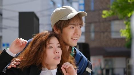 新火9ドラマ『彼女はキレイだった』第1話に出演する小芝風花、中島健人(Sexy Zone) (C)カンテレ