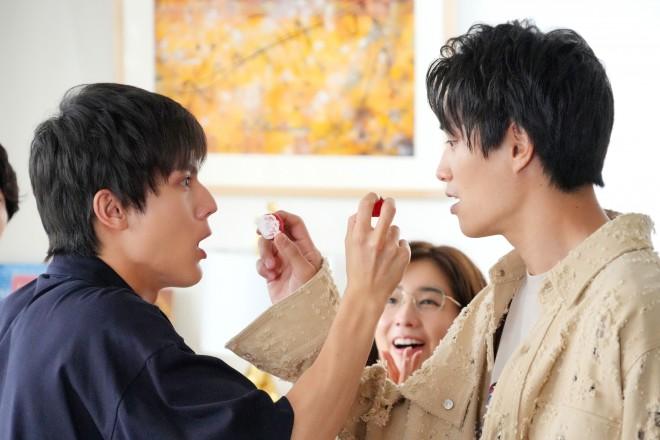 『ボクの殺意が恋をした』第3話に出演する(左から)中川大志、新木優子 (C)読売テレビ