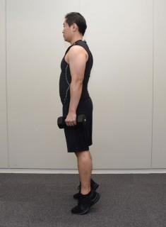 2. 膝を伸ばしたまま、かかとから上げる
