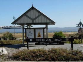 西オーストラリアの先住民族アボリジニの部族が名付けたトレイルを歩く