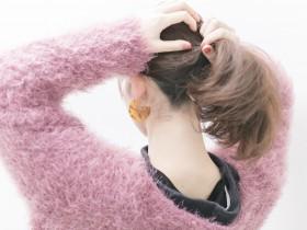 1つ結びでも簡単に可愛く今っぽくセルフヘアアレンジ。後れ毛の作り方と毛束のくずし方。