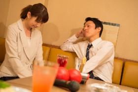 「酒乱上司」普段は温厚なのに、飲み会で急に大暴れ…職場外の行動でも責任問える?
