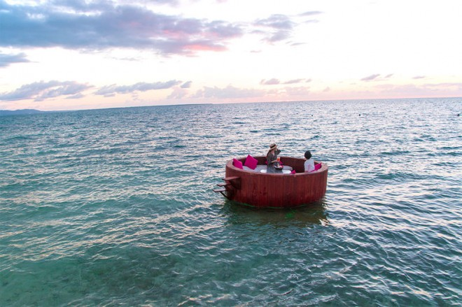 サムネイル 「星野リゾート リゾナーレ小浜島」の海上ラウンジで極上の体験を