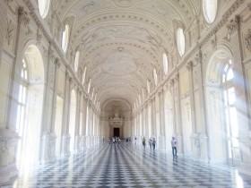 トリノ世界遺産 白亜のガレリアは必見!サヴォイア家ゆかりの別荘 ヴェナリア宮殿へ