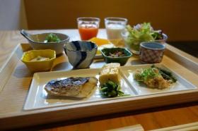 京都の朝は「三井ガーデンホテル京都新町 別邸」で出汁の効いた美味しいおばんざいビュッフェ