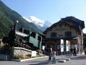 シャモニーから登山電車でモンタンヴェール展望台へ!氷河と氷の洞窟を堪能