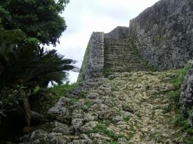 沖縄の世界遺産・勝連城で360度見渡せる絶景ポイント観光