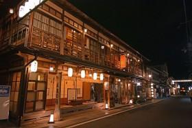 風情溢れる老舗宿。奈良・洞川温泉「宿 花屋徳兵衛」で心に贅沢を