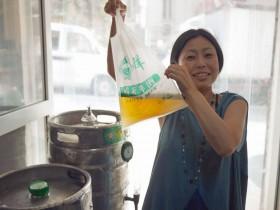 笑撃のビニール袋ビール!中国・青島(チンタオ)のビール事情