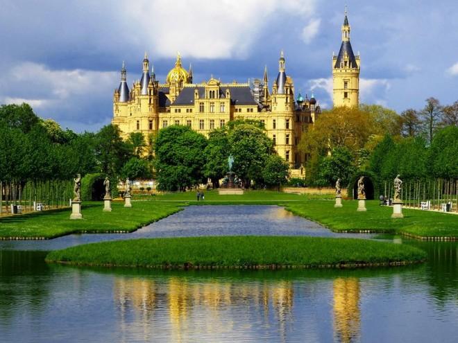 サムネイル 北ドイツの隠れた名城「シュヴェリーン城」が美しすぎる!
