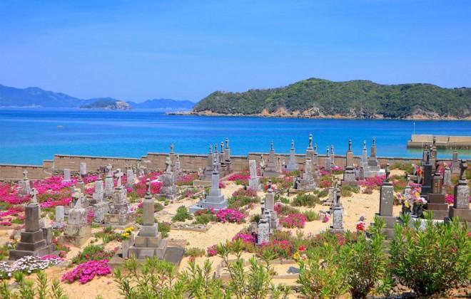 サムネイル 花咲き誇る墓地も!五島列島・頭ヶ島周辺の文化遺産巡りモデルコース