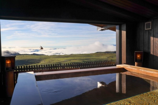 サムネイル 雲の上に建つホテル!長野・美ヶ原高原「王ヶ頭ホテル」