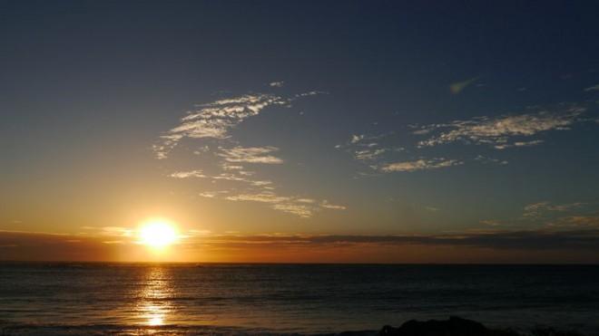 サムネイル 心震える夕日の絶景!パースから電車で20分「コテスロービーチ」