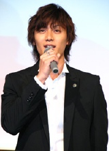 『ホタルノヒカリ』の制作記者会見に出席した加藤和樹
