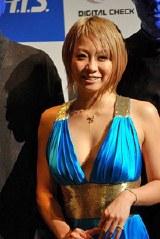 BLUE MAN GROUP』の東京公演制作発表会に出席した倖田來未