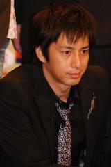 『M-1グランプリ2007』のプレス発表会に出席したチュートリアル徳井義実