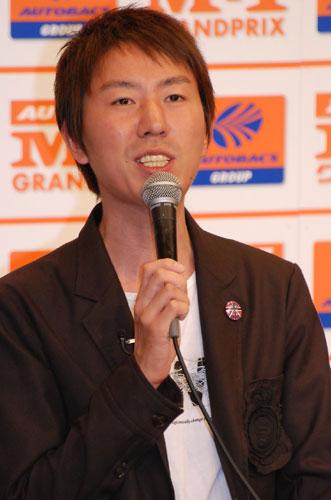 『M-1グランプリ2007』のプレス発表会に出席したチュートリアル福田充徳