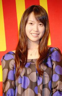 とびっきりの笑顔の戸田恵梨香