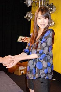 戸田恵梨香のトークショー&握手会に150人のファンが詰め掛けた。