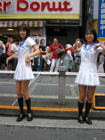 南明奈(左)と川村あんな(右)