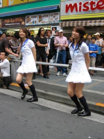 安藤成子(左)と秦みずほ(右)