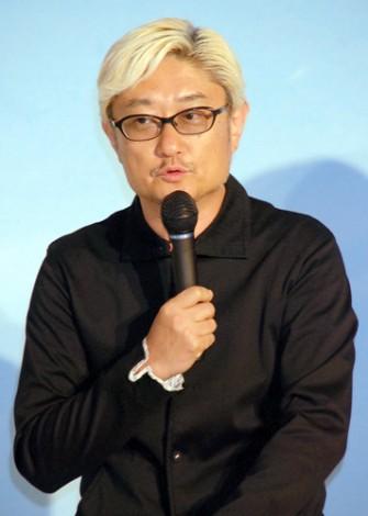 映画『包帯クラブ』完成会見に出席した堤幸彦 監督