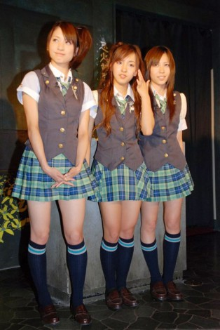 『東京ジョイポリス』の新アトラクション体験会に出席した(左より)大島麻衣、板野友美、河西智美
