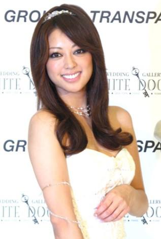 サムネイル デザイナーとモデルを務めた松本莉緒