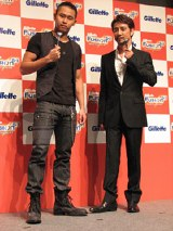 新CMキャラクター発表会に登場した北島康介(左)とクリス・ペプラー(右)