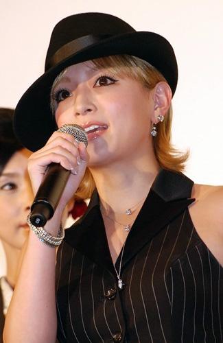 映画『怪談』の初日舞台挨拶にサプライズゲストとして出席した浜崎あゆみ