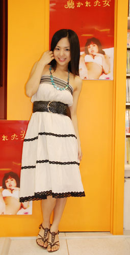 サムネイル DVD『聴かれた女』(8月3日発売)の発売記念イベントを行った蒼井そら