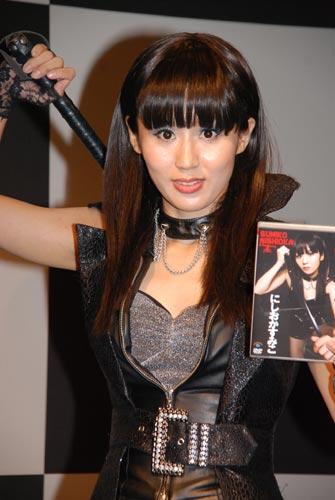 初DVD『あたしだよ!!』発売記念イベントに登場したにしおかすみこ