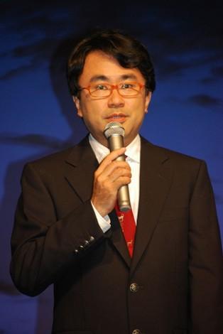映画『ザ・マジックアワー』の制作発表記者会見に出席した三谷幸喜監督