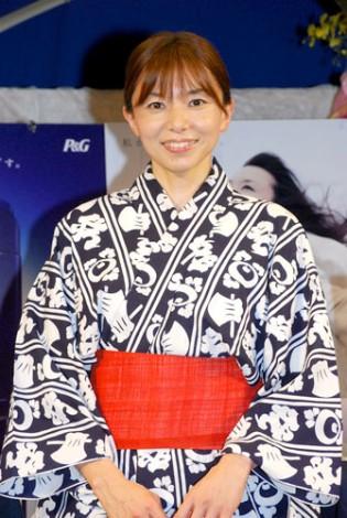 サムネイル 新ヘアケアブランド『h&s(エイチ アンド エス)』の発売記念イベントに出席した山口智子