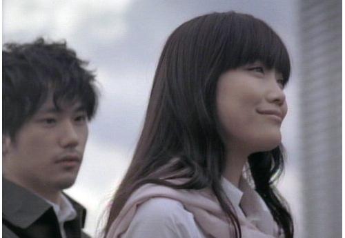 サムネイル 佐藤江梨子と松山ケンイチが恋人役でキス
