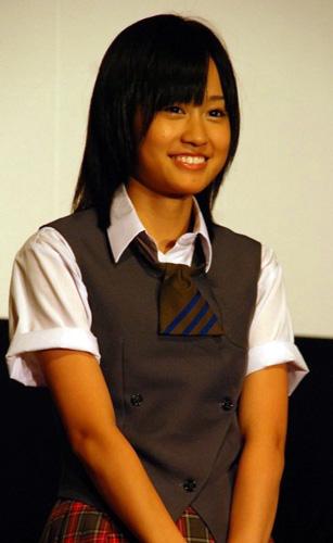 映画『伝染歌』の初日舞台挨拶に登壇した前田敦子(AKB48)
