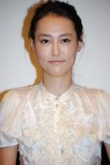 映画『恋するマドリ』の初日舞台挨拶に登壇した菊地凛子