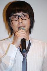 映画『恋するマドリ』の初日舞台挨拶に登壇したスネオヘアー