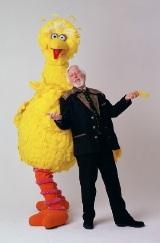 ビッグバードもパフォーマンス賞を受賞(キャロル・スピニー)<br>TM/(C)Sesame Workshop/SSPJ/TV TOKYO