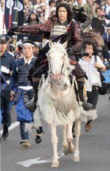 白馬に乗り颯爽と登場したGackt