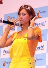 CMダンスを披露する相武紗季