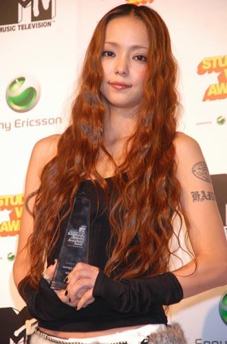 サムネイル 「小顔だと思う女性有名人」ランキング、見事1位に輝いた安室奈美恵(写真は、8月30日(木)『MTV STUDENT VOICE AWARDS 2007 powered by Sony Ericsson』の模様)