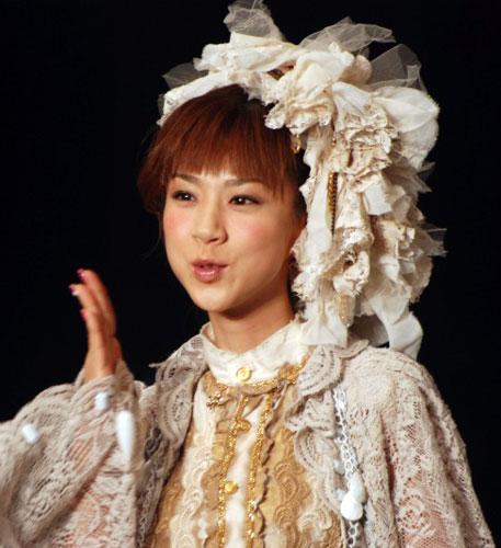 サムネイル 『神戸コレクション2007 AUTUMN/WINTER』に、ゲストモデルとして出演したほしのあき