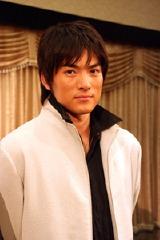 コードネーム「ケイ」役の脇�ア智史。ジンと組んでエイリアンと戦う